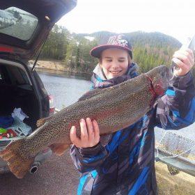 Stor regnbåge 4,2 kilo fångad i Väsadammen i Älvdalen