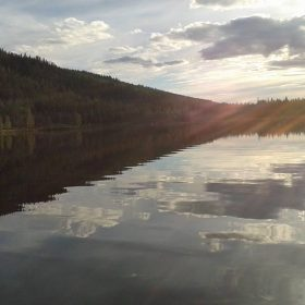 Navarsjön i Navardalen som ligger i Älvdalen