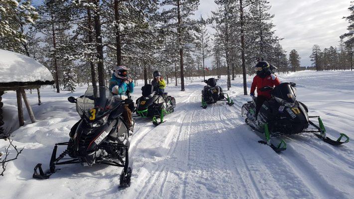 Snöskotersafari i Älvdalen