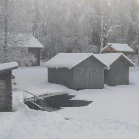 Båthus i Rämma på vintern